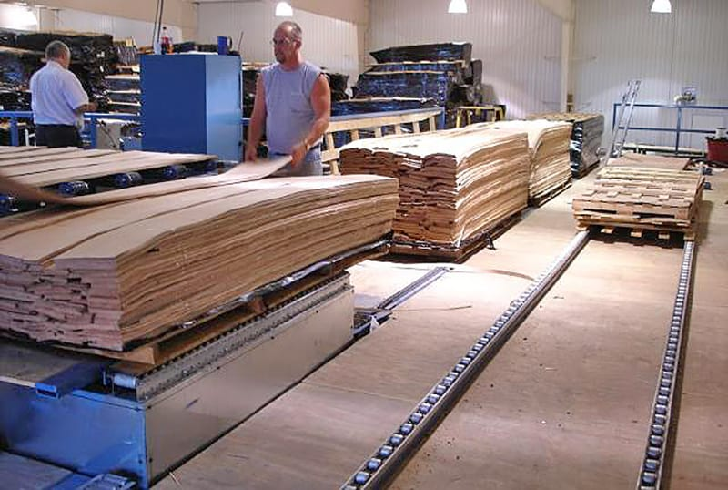 Pallet infeed and return system for veneer grading line