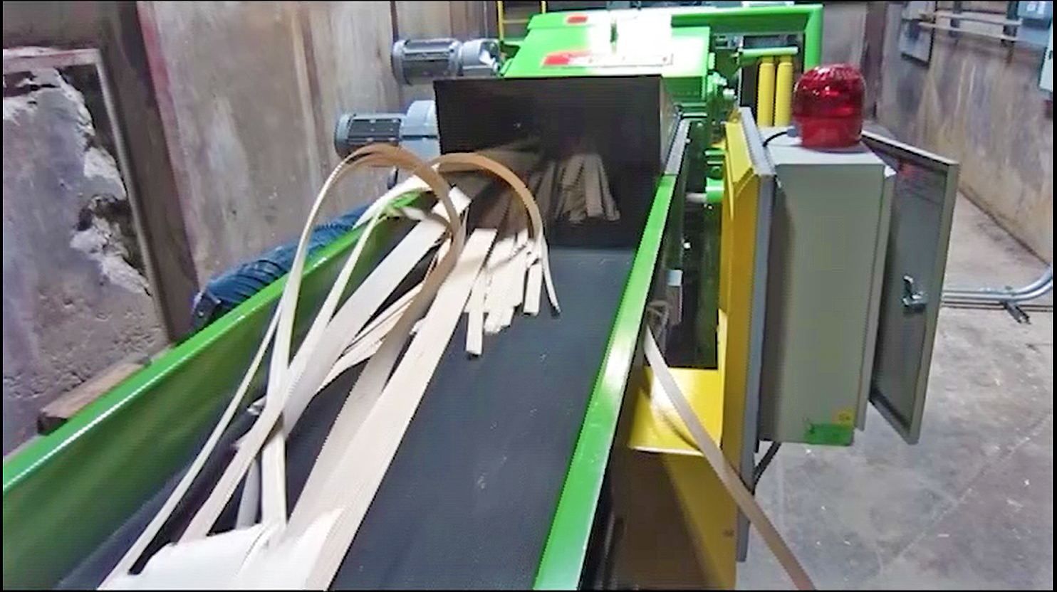 industrial belt conveyor to chipper shredder for woodworking scrap