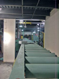 Flitch conveyor for wood veneer manufacturers and plywood manufacturers