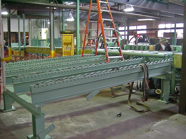 flitch conveyor for woodworking environments and furniture makers